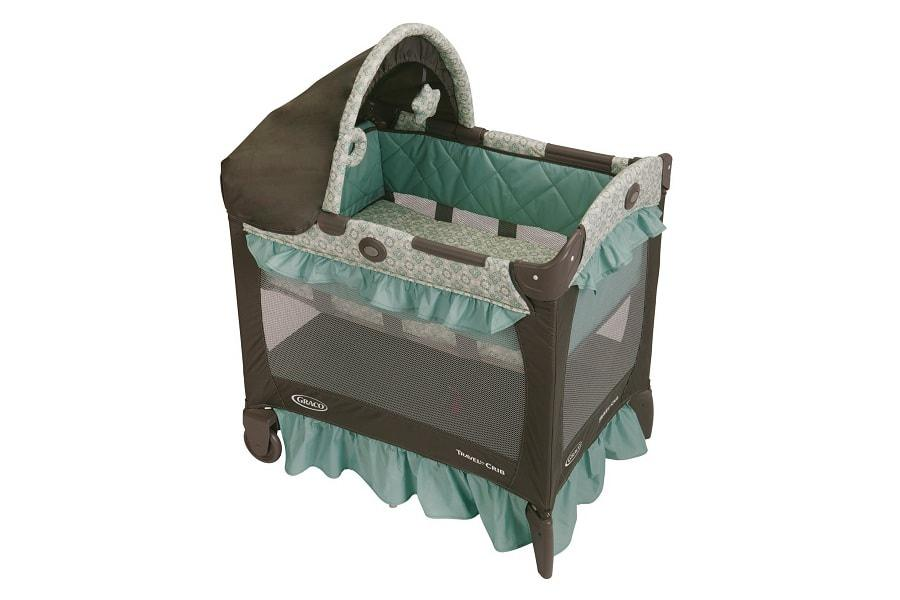 a comfortant and lite pack 'n play from graco